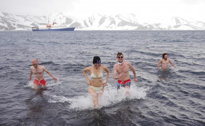 Antarctica Polar Plunge 2015 (1)