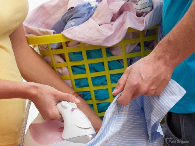 couple-folding-laundry